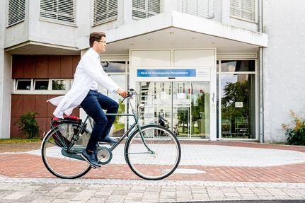 Dr. Dauelsberg auf dem Fahrrad